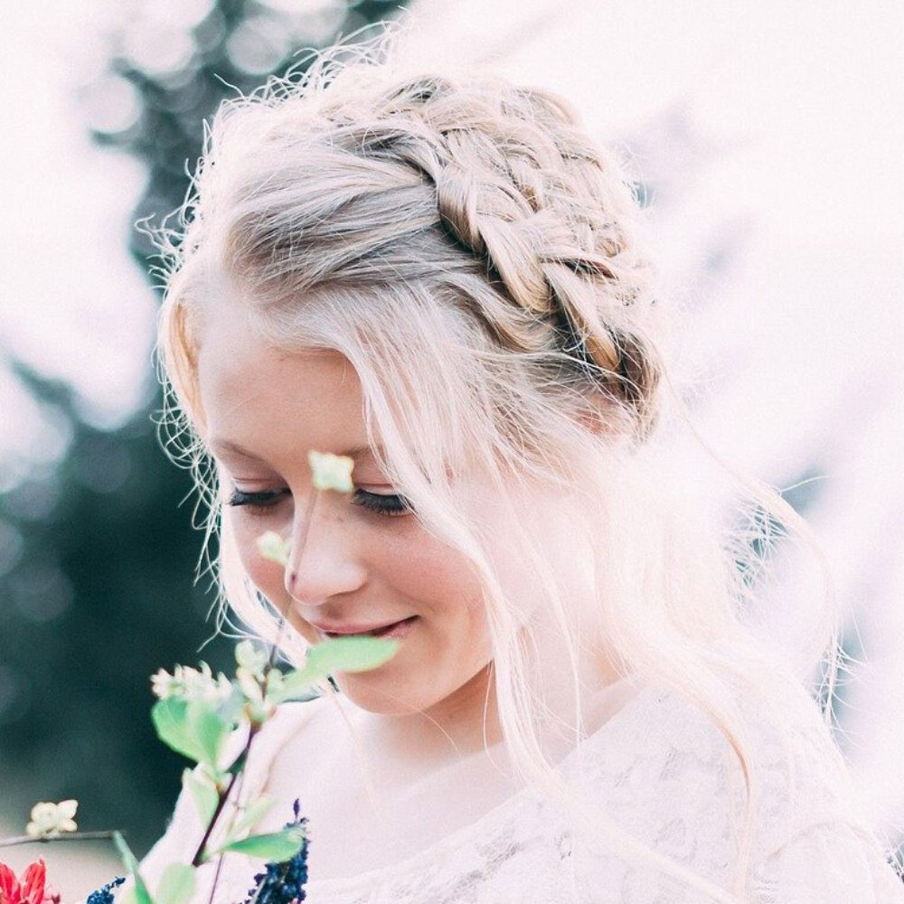 wedding updos for round face