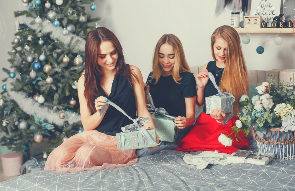 Best 10 Christmas Bridesmaid Proposal and Gift Ideas