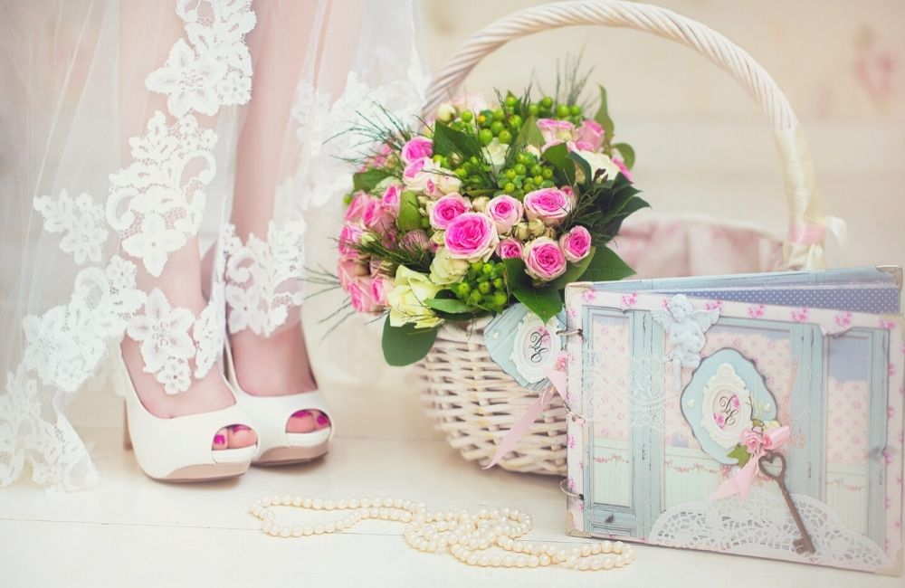 Best Engagement Gift Basket Ideas for Couples