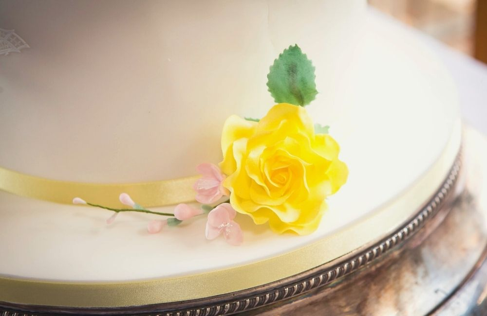 Pastel Yellow Color Schemes For Your Summer Wedding