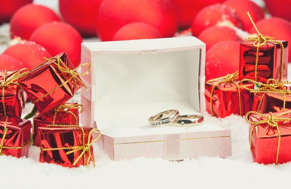 10 Best Personalized Christmas Wedding Favors