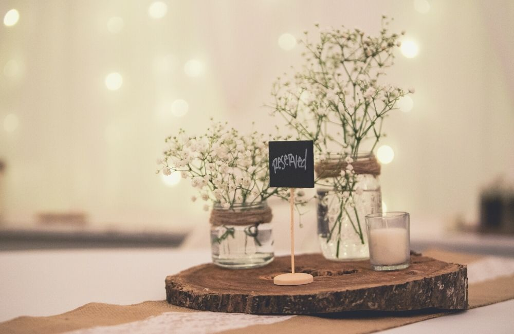 10 Stunning Country Rustic Wedding Centerpieces on a Budget